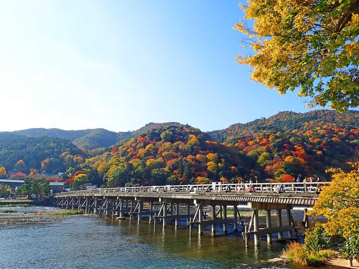 """""""สะพานข้ามจันทร์"""" ที่ Arashiyama"""