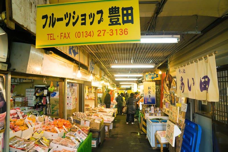 บรรยากาศภายในตลาดซังคะคุ (Sankaku Market)