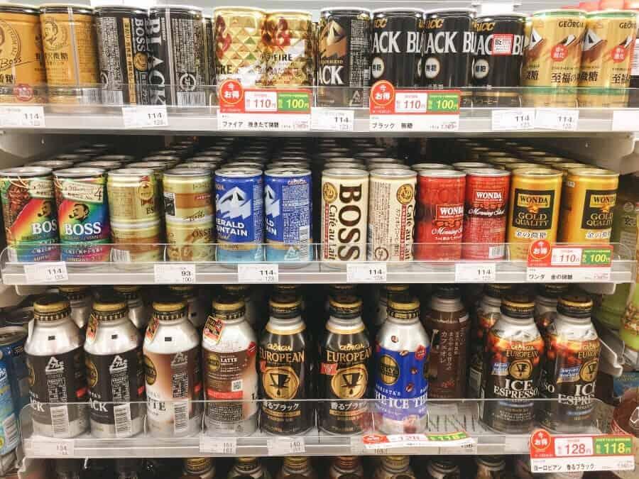 กาแฟกระป๋อง รสชาติต่างๆ ที่วางขายอยู่ตามร้านสะดวกซื้อและซุปเปอร์มาเก็ต