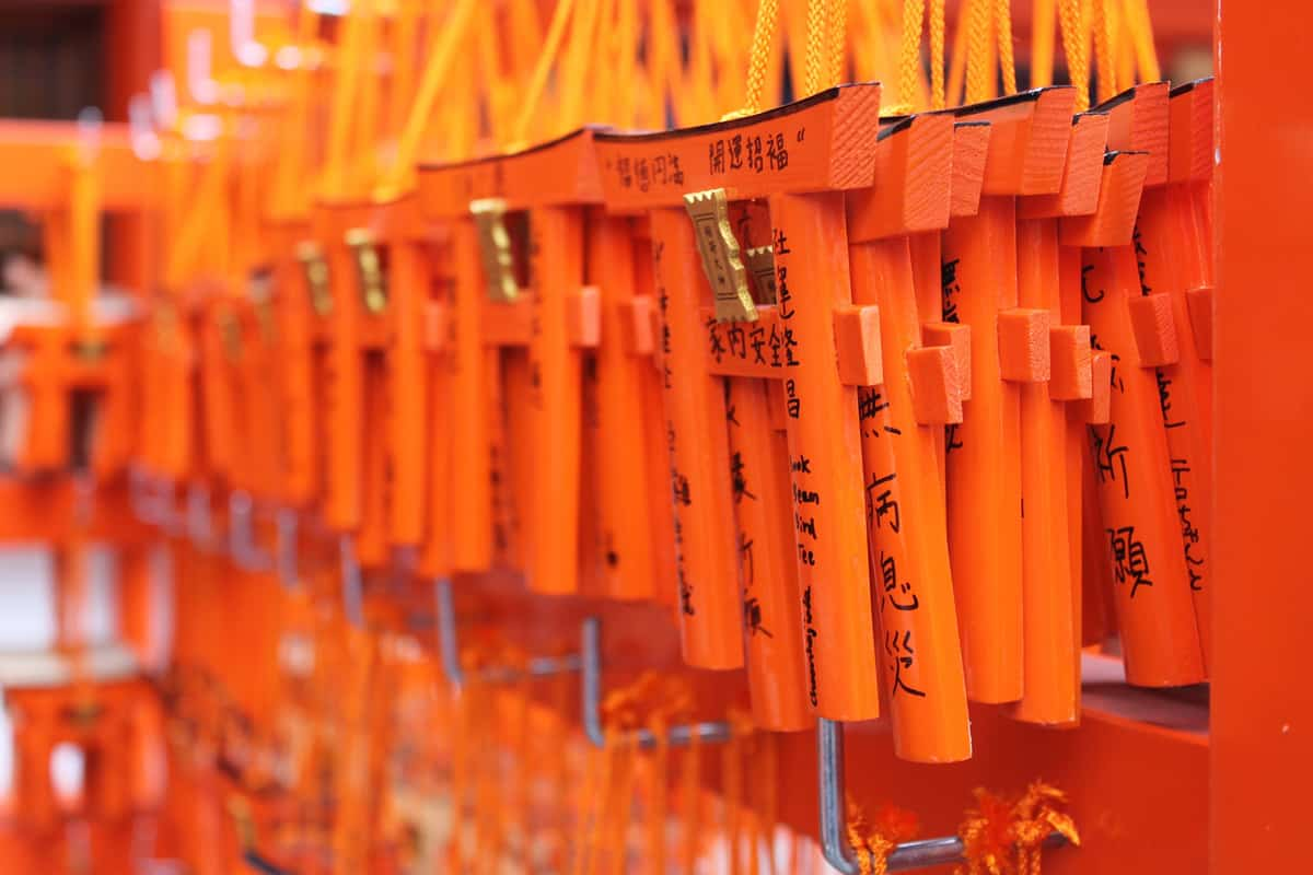 Fushimi Inari Taisha (Kyoto) ยลศาลเจ้าโทริอิสีชาดเรียงรายนับหมื่นต้น ณ ศาลเจ้าจิ้งจอกของศาสนาชินโต