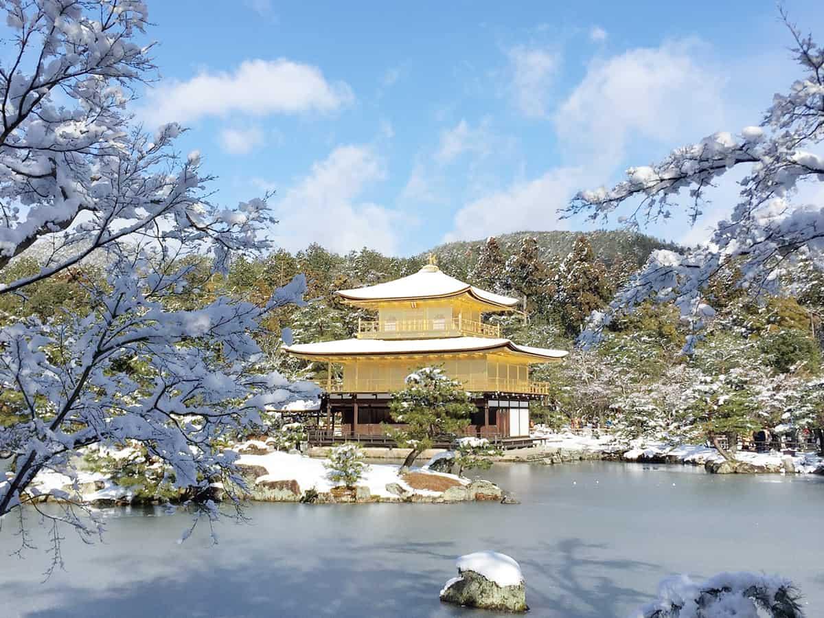 Kinkaku-ji (โอซาก้า) ชมวัดทองที่ตั้งโดดเด่นอยู่ริมน้ำ