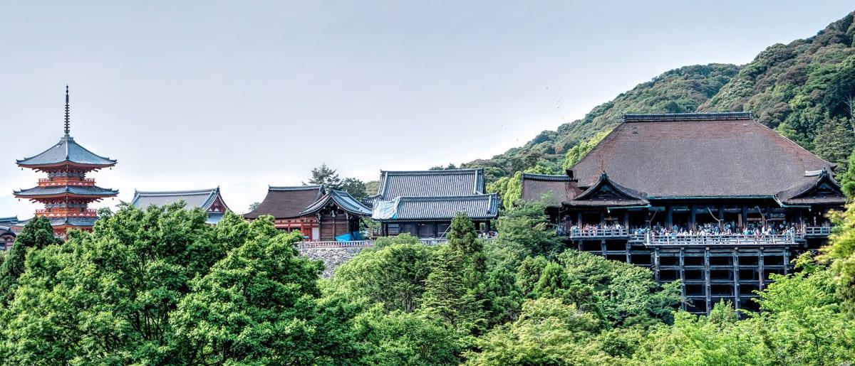 Kiyomizu-dera สัมผัสความยิ่งใหญ่ของสิ่งก่อสร้าง ณ วัดน้ำใส ทั้งสะอาดและบริสุทธิ์ ตั้งอยู่บนเขาสูง