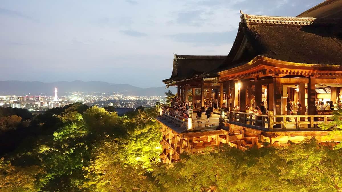 Kiyomizu-dera สัมผัสความยิ่งใหญ่ของสิ่งก่อสร้าง ณ วัดน้ำใส