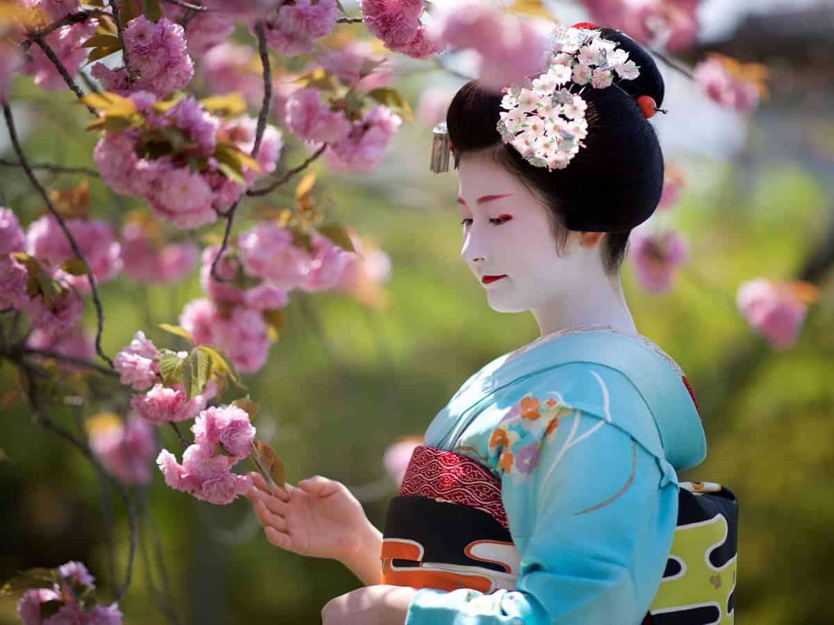 เดินชมความงามในย่านโบราณที่ Gion