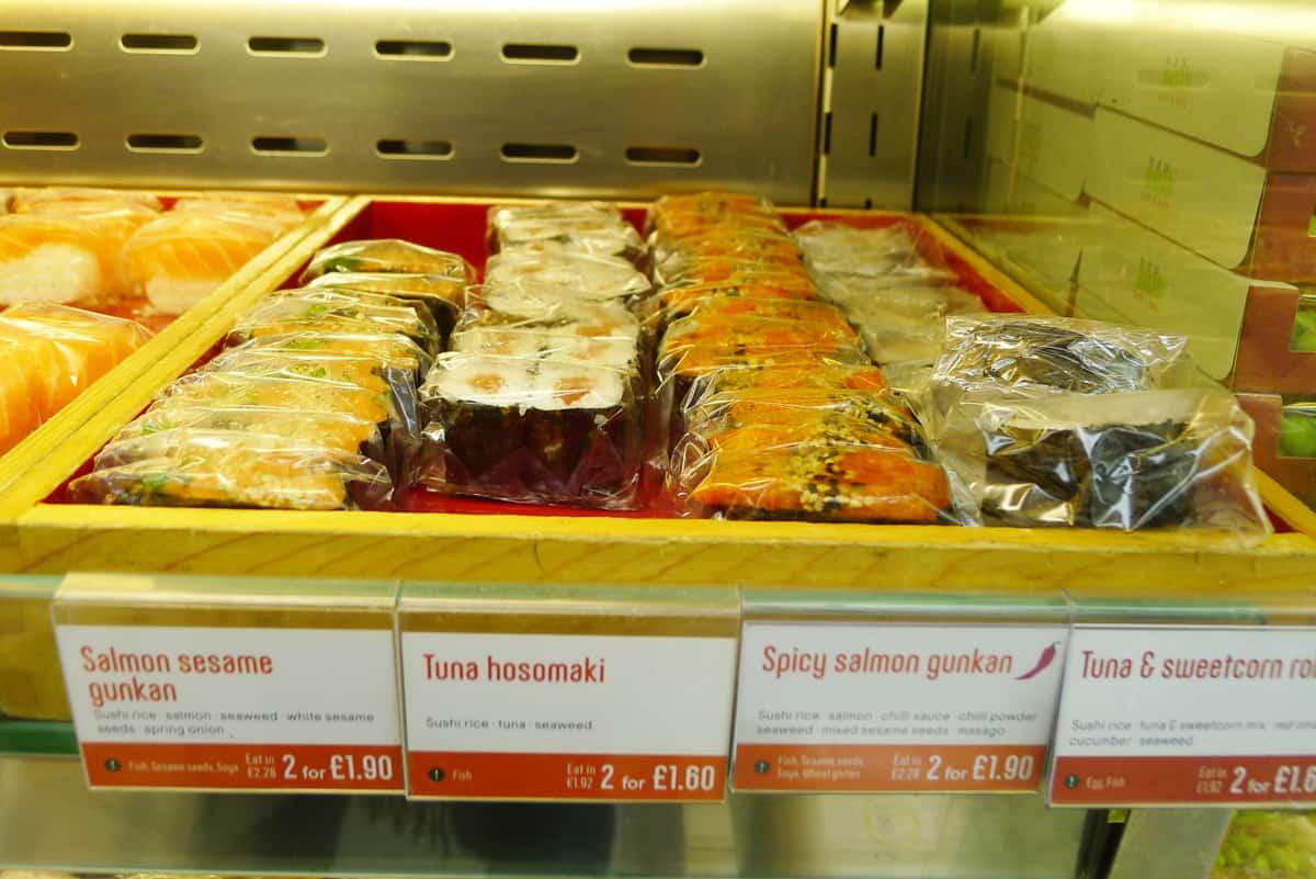 ข้าวปั้นหลากหลายหน้าจากร้าน Wasabi Sushi & Bento