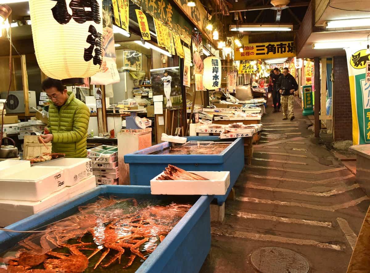 ร้านรวงๆ ต่างในตลาดซังคะคุ (Sankaku Market)