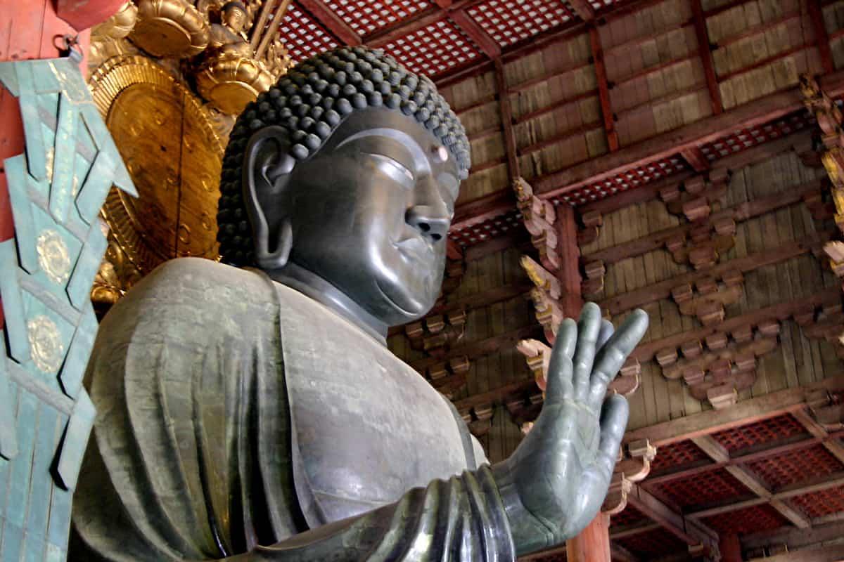 สักการะองค์ไดบุตสึ ณ Todai-ji วัดที่มีชื่อเสียงและความสำคัญทางประวัติศาสตร์ในญี่ปุ่น