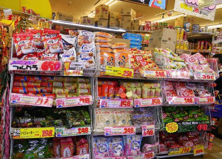 โซนขายขนมต่างๆ ที่ร้าน ดองกิโฮเต้ (Don Quijote) หรือ ดองกี้
