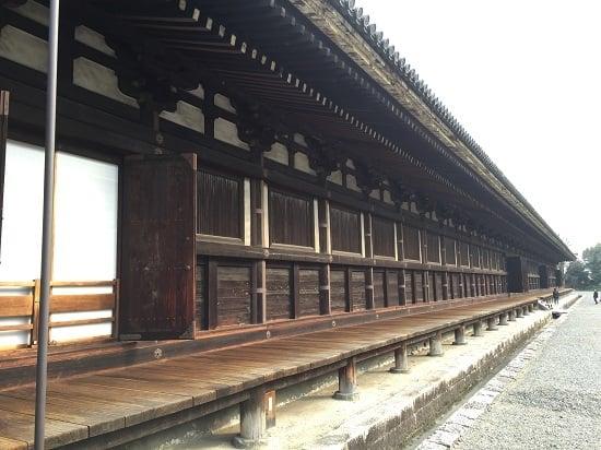 บรรยากาศภายในวัดซันจูซันเก็นโด (Sanjūsangen-dō Temple)