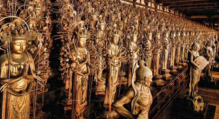วัดซันจูซันเก็นโด มีรูปปั้นเจ้าแม่กวนอิมเคลือบด้วยทองคำบริสุทธิ์ที่เรียงรายกันอย่างสวยงามทั้งหมด 1,000 องค์