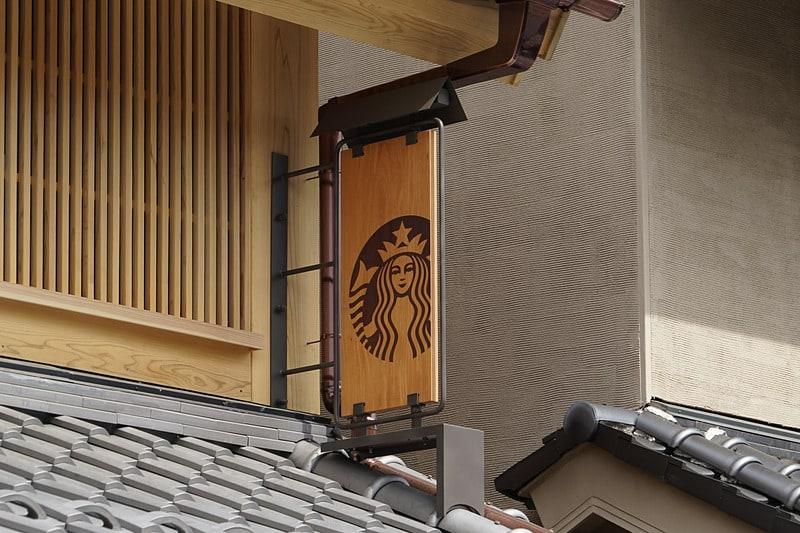 ป้าย Starbucks Coffee ที่สาขาคาวาโกเอะ