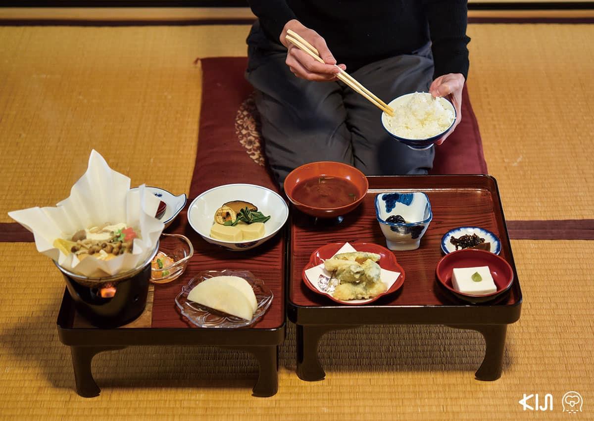 """อาหารที่เรียกว่า """"โชจินเรียวริ"""" (Shojin Ryori) ให้บริการ เป็นอาหารมังสวิรัติแบบ เดียวกับที่พระฉันในวัด"""