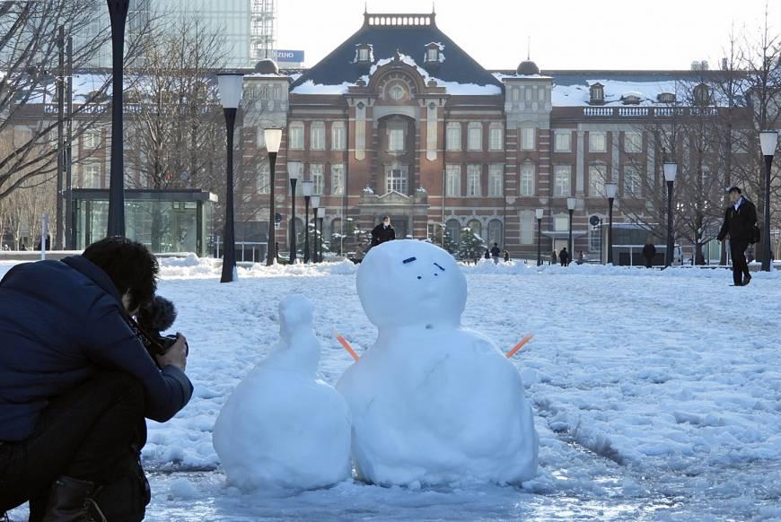 จะมาปั้นตุ๊กตาหิมะหน้าอาคาร Marunouchi (ทิศตะวันตก) ก็ได้นะ