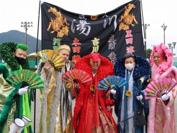 ในวัน Seijin no Hi คนที่มาร่วมพิธีแต่งตัวกันจัดเต็มมาก