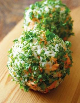 ซึดะชิโอนิกิริ ข้าวปั้นผสมมะนาวญี่ปุ่นและเนื้อปลาแซลมอนย่าง ของ จ.โทคุชิมะ