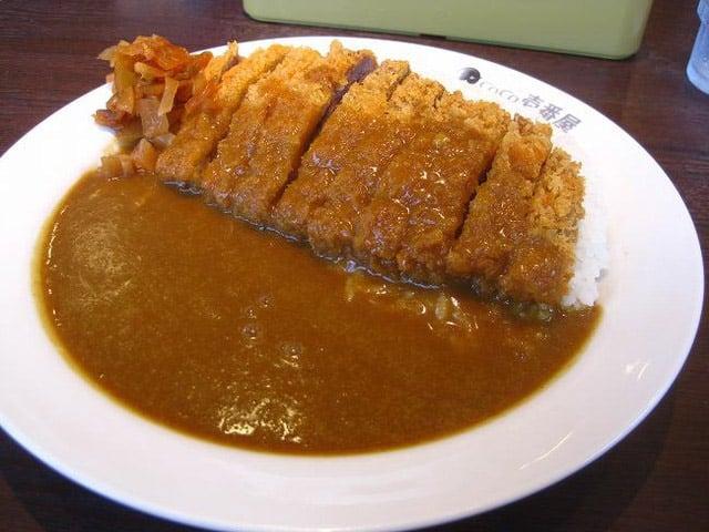 อาหารญี่ปุ่นในชีวิตประจำวัน : ข้าวแกงกะหรี่ (カレーライス: คา-เร-ไร-สุ)