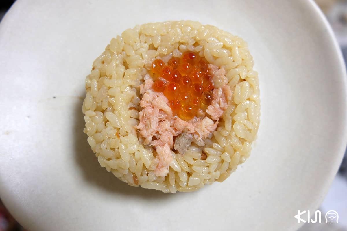 โอนิกิริหน้า Salmon กับ Ikura