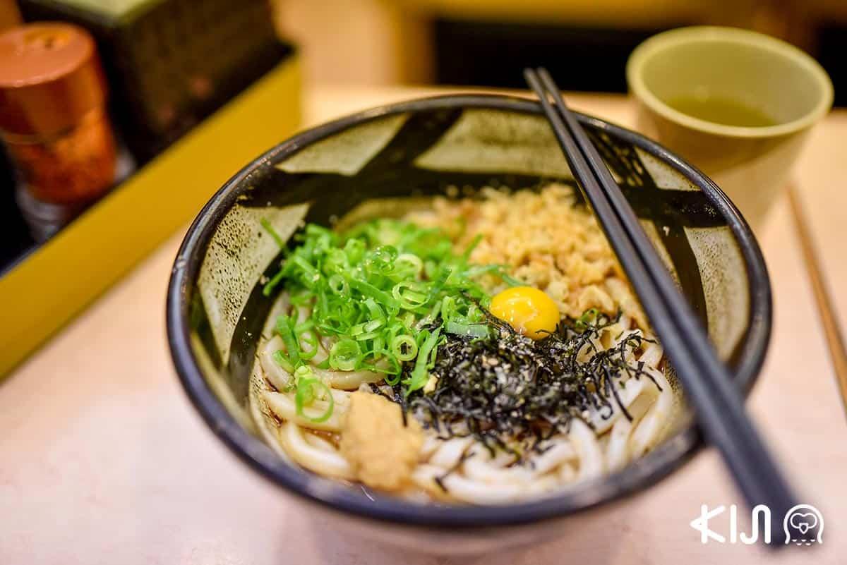 อุด้งในน้ำซอสดาชิ จากร้านต้นตำรับ ฟุรุอิจิ (Furuichi) มีทั้งแบบร้อนและแบบเย็นให้เลือกชิม ราคา 470 เยน