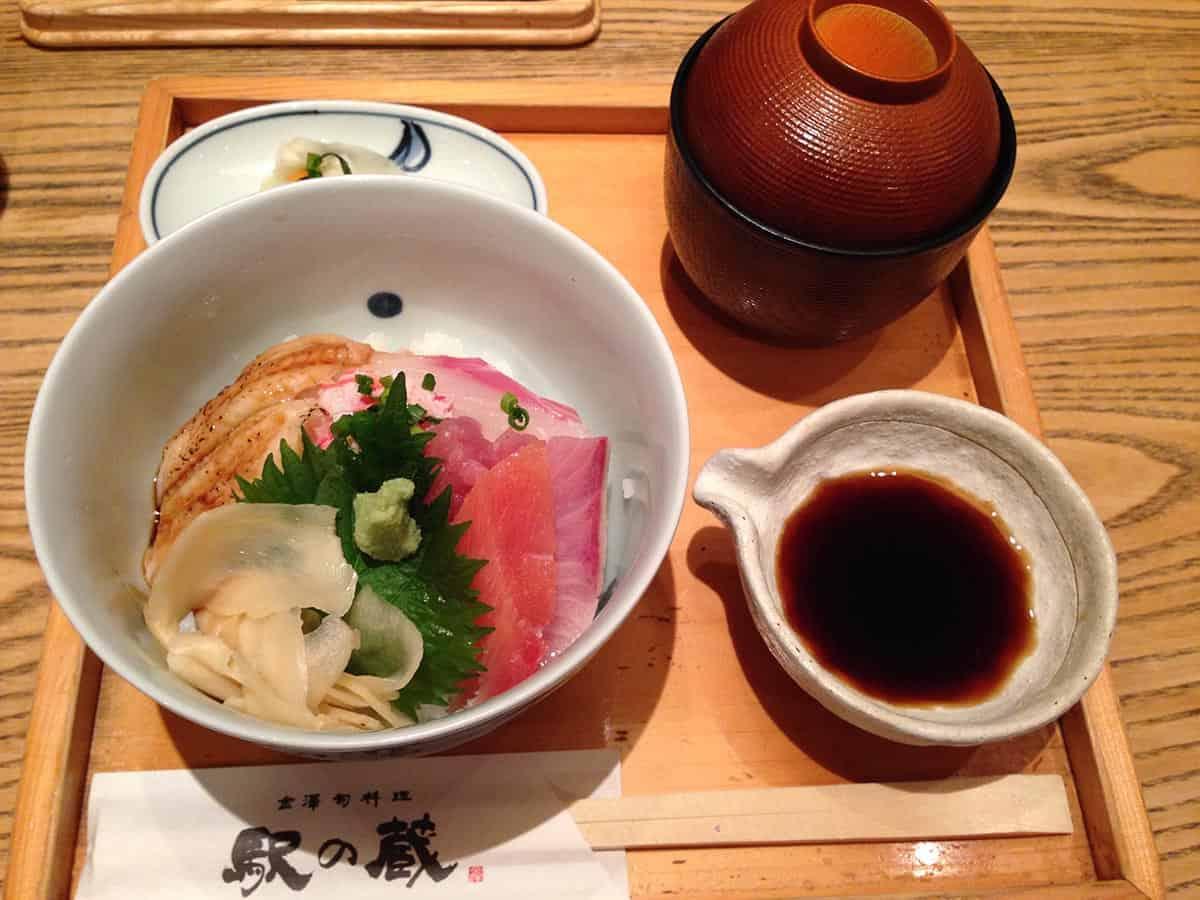 อาหารญี่ปุ่นในชีวิตประจำวัน : อาหารญี่ปุ่นดั้งเดิมจะเรียกว่า วาโชคุ ( 和食 )