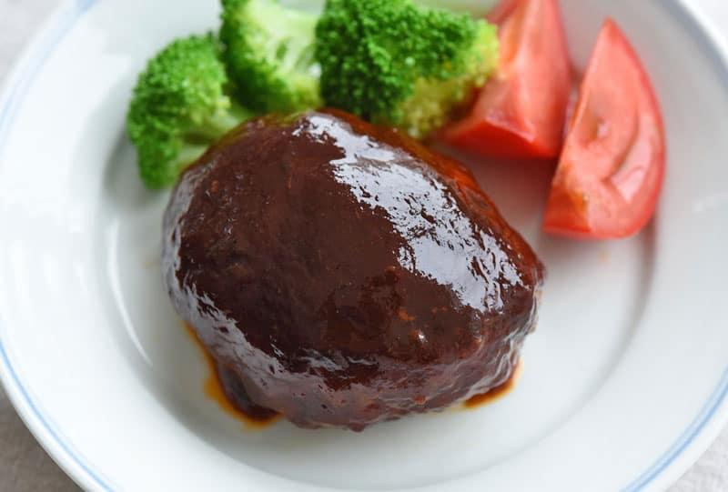 อาหารญี่ปุ่นในชีวิตประจำวัน : แฮมเบิร์ก ( ハンバーグ: ฮัม-บา-กุ)