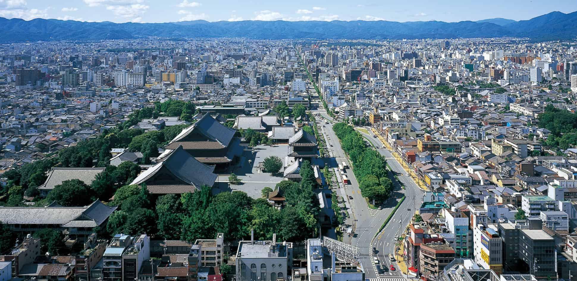 ชมวิวแบบพาโนราม่าได้ที่ Kyoto Tower
