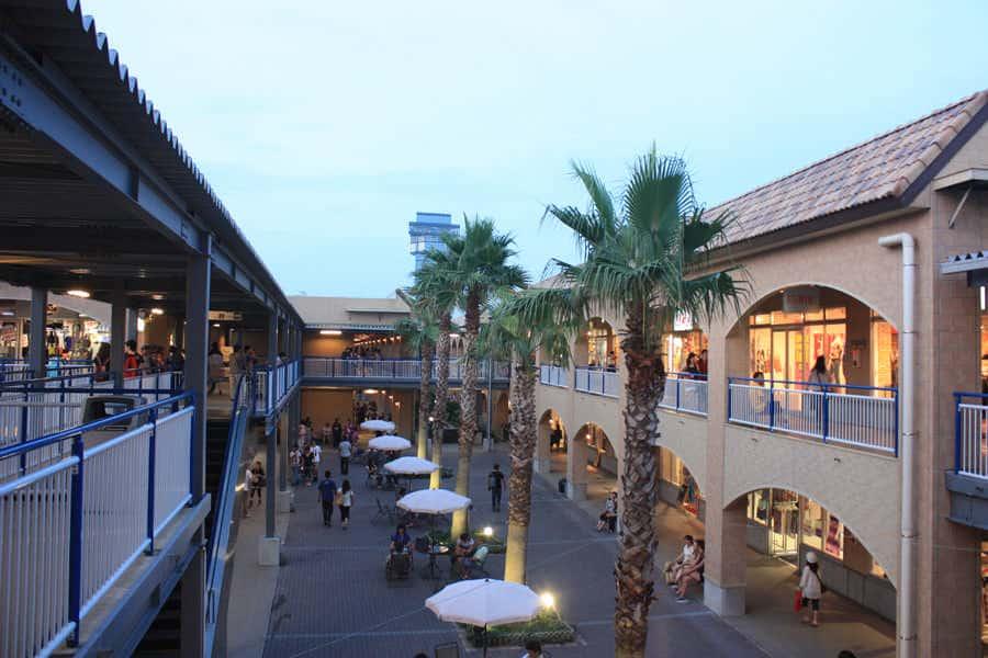 Oarai Seaside Station ศูนย์การค้าโฉมใหม่แห่งเมืองโออาไรในช่วงตกเย็น