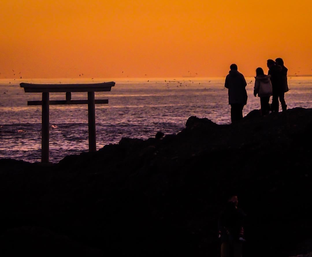 ท้องฟ้าที่ย้อมเป็นสีส้มในเวลาโพล้เพล้