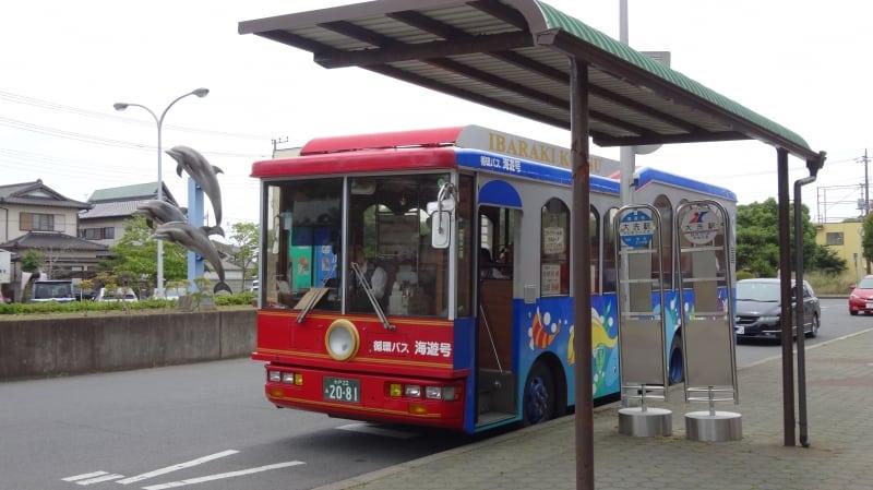 รถบัส Kaiyugo ที่วนไปตามจุดท่องเที่ยวสำคัญของเมืองโออาไร