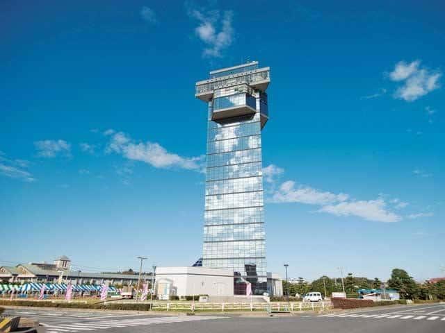 พอเห็นตึก Oarai Marine Tower ตามภาพให้เลี้ยวซ้ายที่สี่แยกนี้