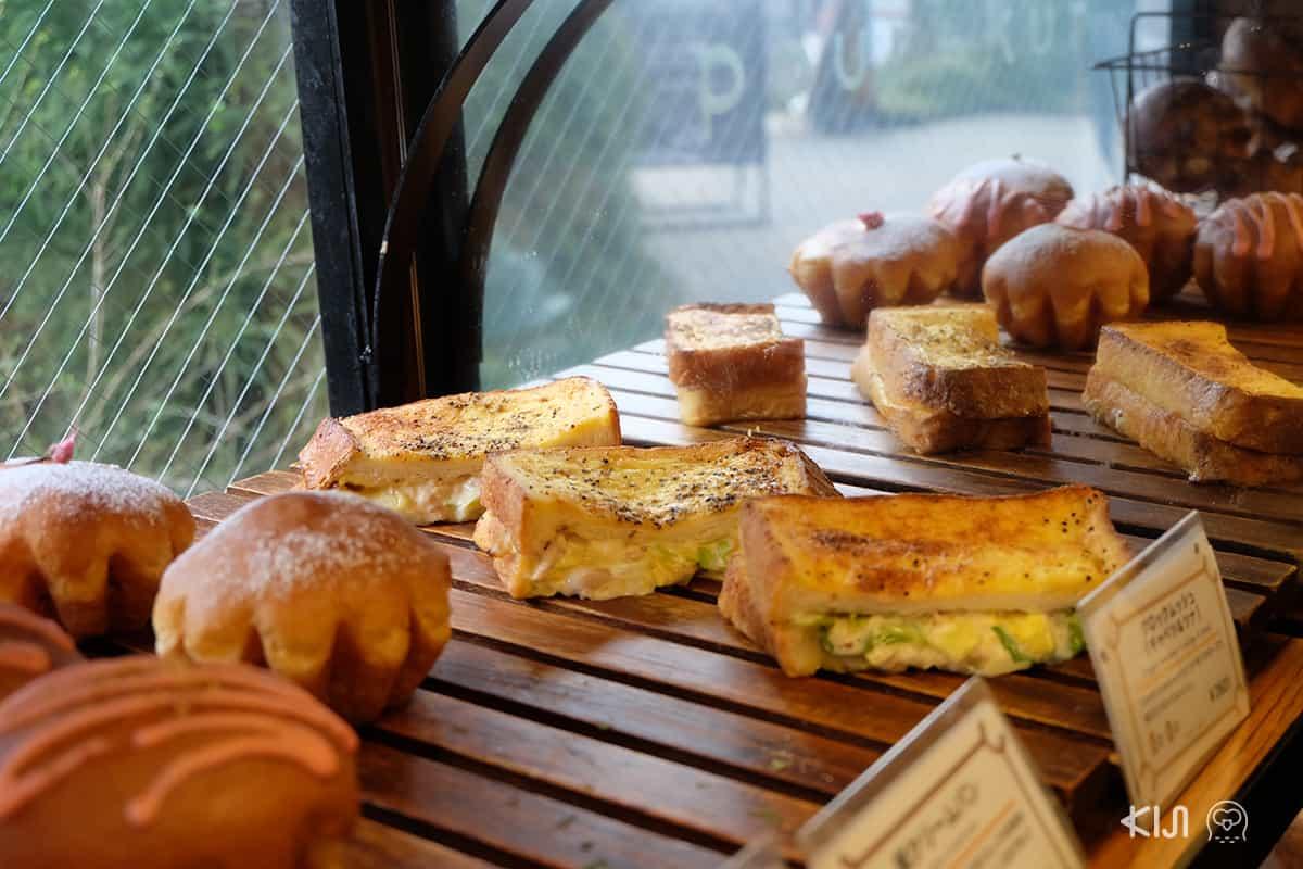 ขนมปังภายในร้าน Pour-Kur