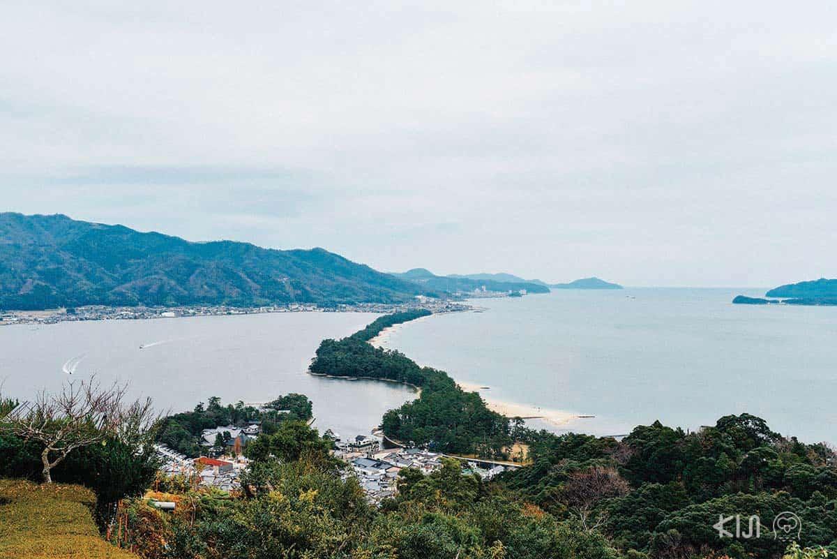 'อามาโนะฮาชิดาเตะ' สันทรายยาว 3.6 กิโลเมตร ที่เกิดขึ้นเองตามธรรมชาติกลางอ่าวมิยาซุ (Miyazu) ในจังหวัดเกียวโต
