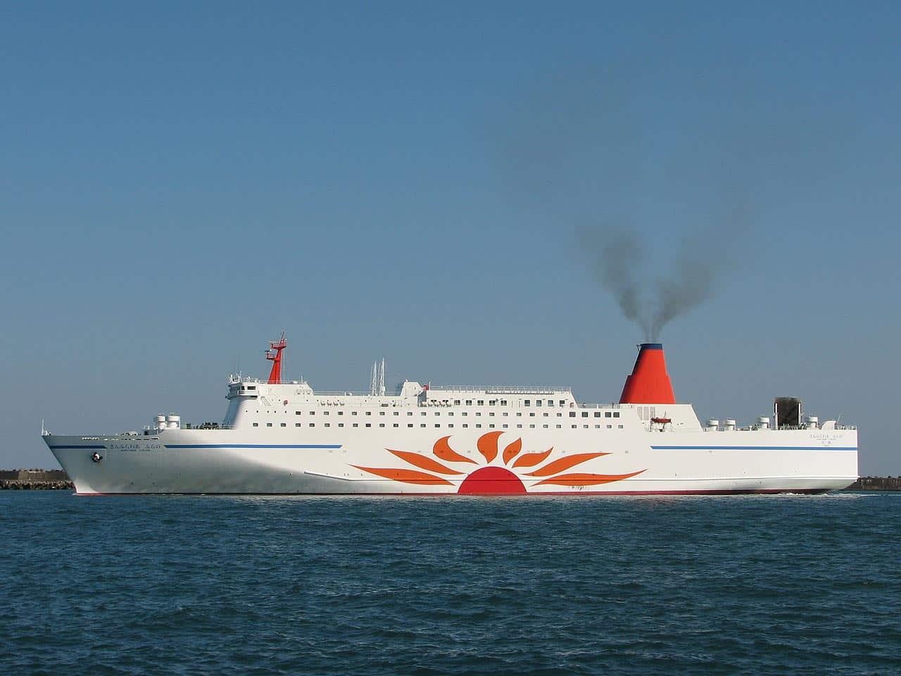 เรือเฟอร์รี่ซันฟลาวเวอร์ (Ferry Sunflower) ที่มุ่งหน้าสู่เมืองโทมาโกะไม (Tomakomai)