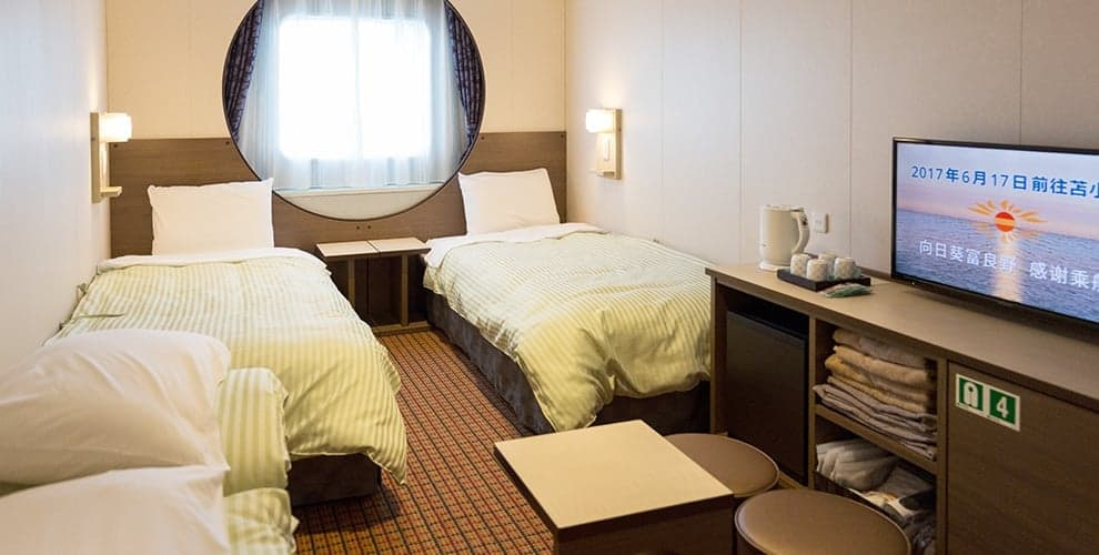 เรือเฟอร์รี่ซันฟลาวเวอร์ (Ferry Sunflower) : ห้องพักแบบ Superior Ocean View แบบญี่ปุ่นผสานตะวันตก ที่สามารถนอนได้ถึง 4 คน เหมาะกับการมากับกลุ่มเพื่อน