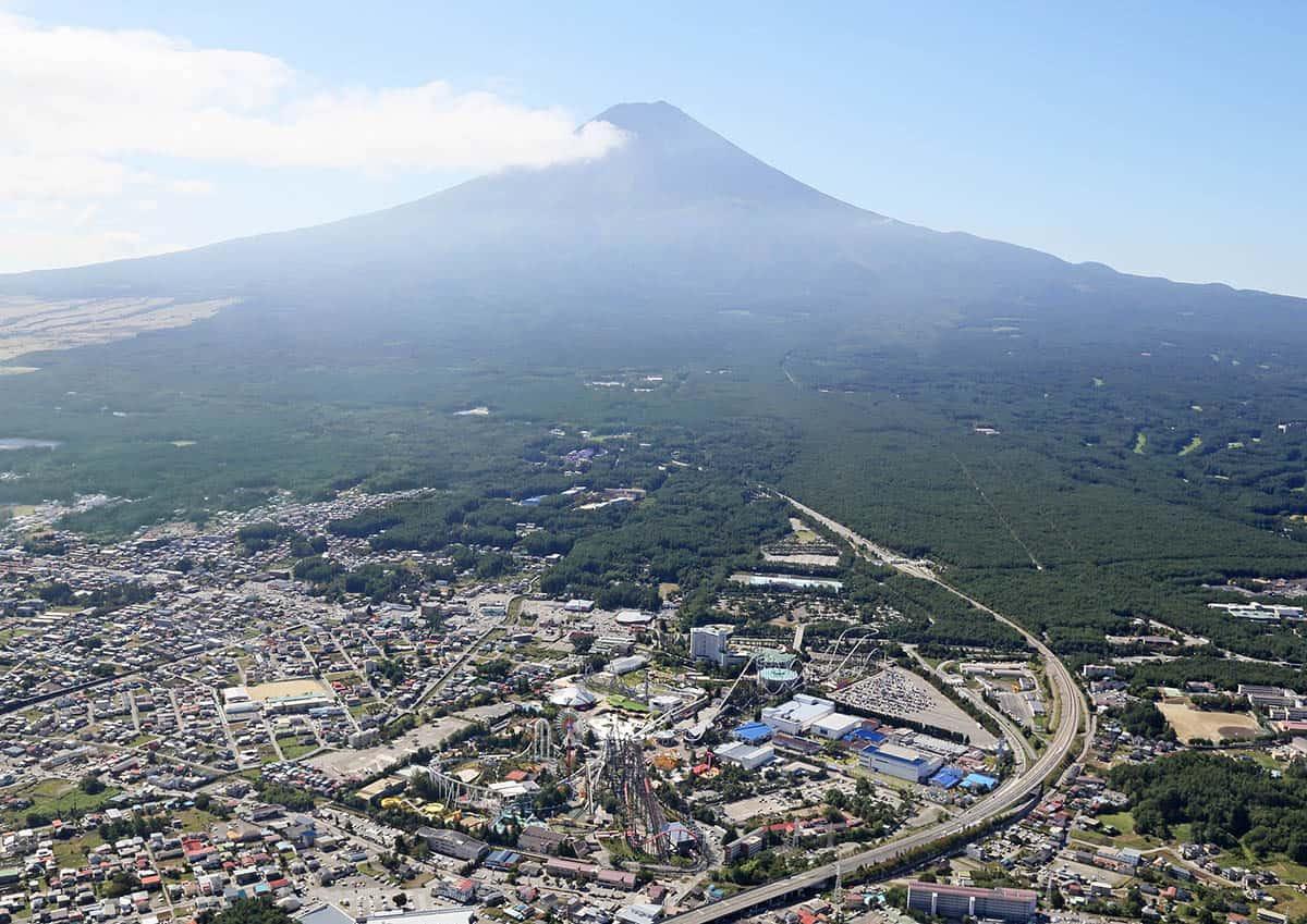 ชมวิวภูเขาไฟฟูจิจากสวนสนุก ฟูจิคิวไฮแลนด์ (Fuji-Q Highland)