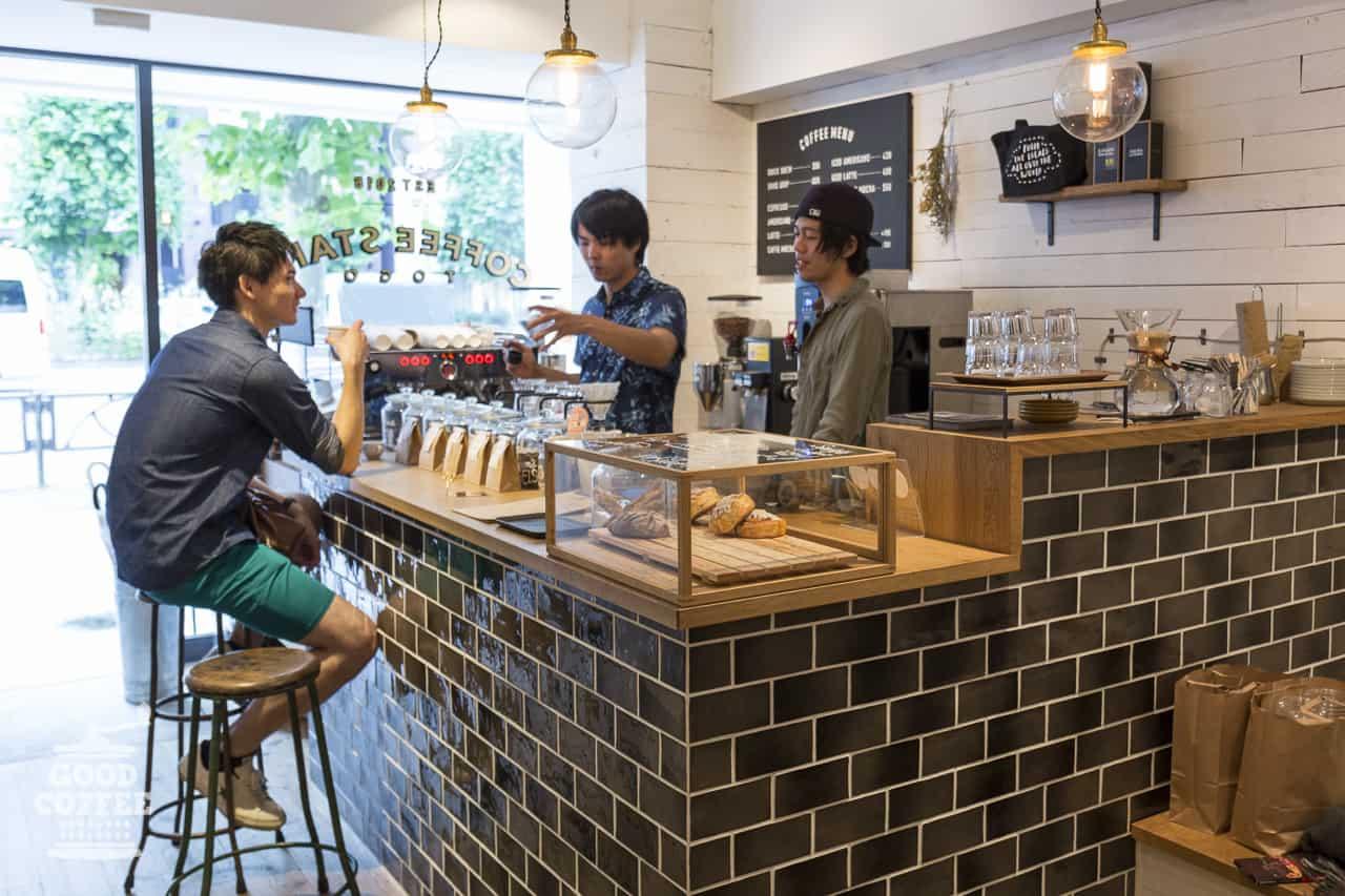 The Local Coffee Stand ตั้งอยู่แถวย่านชิบุย่า (เส้นถนนใหญ่ Aoyama Dori)