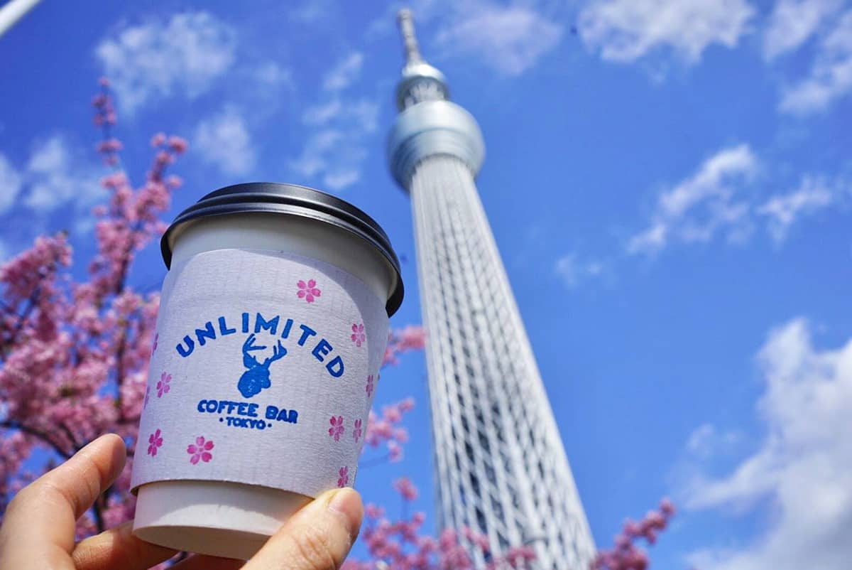 ดีไซน์แก้ว take away ของร้าน Unlimited Coffee Bar ในช่วงฤดูใบไม้ผลิ