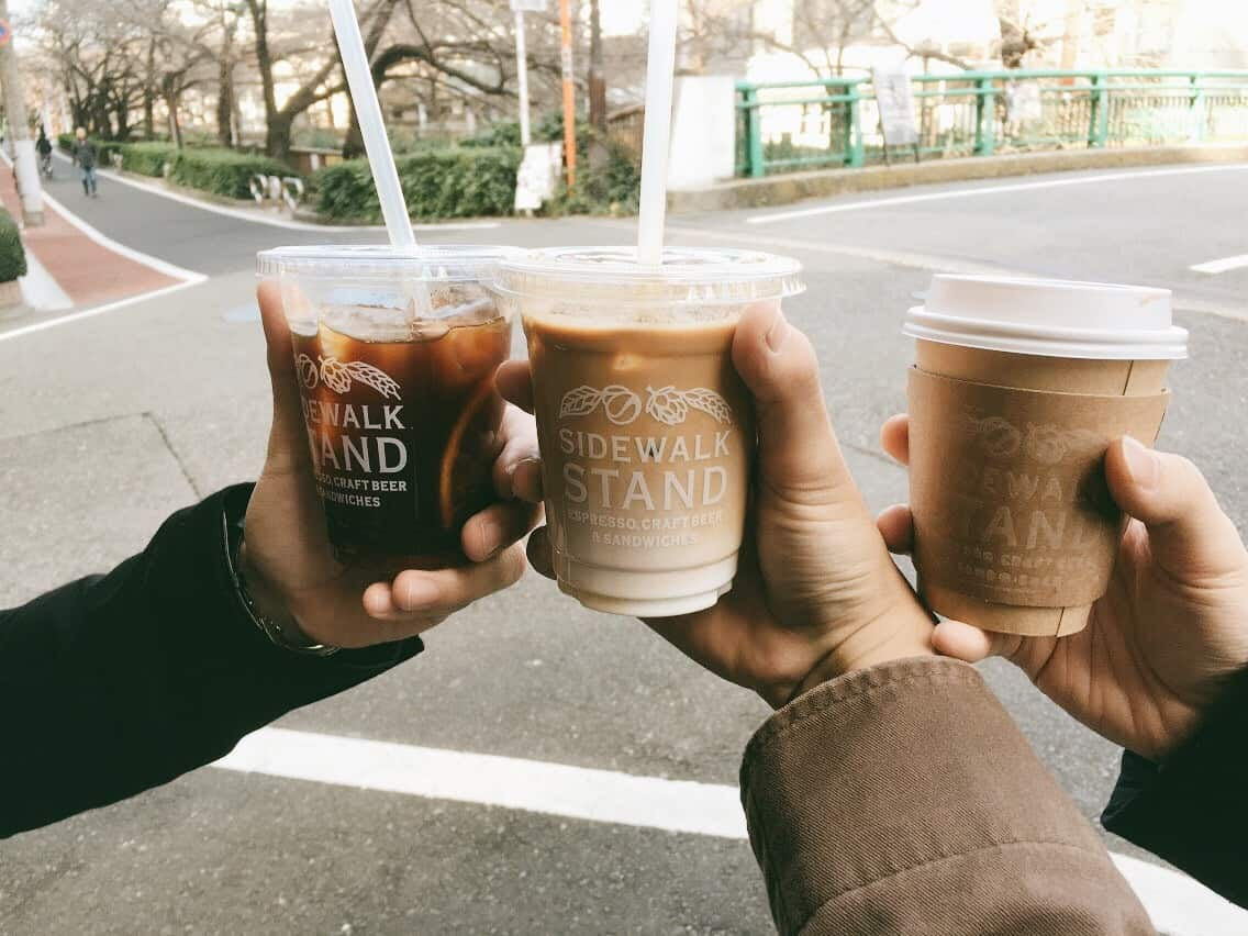 กาแฟแสนอร่อยจากร้าน Sidewalk Stand