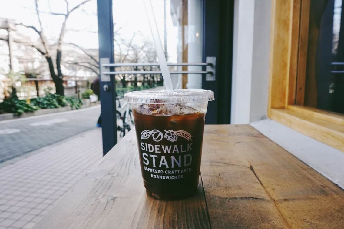กาแฟรสชาติกลมกล่องของร้าน Sidewalk Stand
