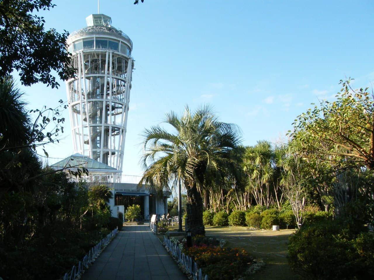 หอชมวิวที่สูงที่สุดบนเกาะเอโนชิมะที่อยู่ด้านในสวนซามูเอลค็อกกิ้ง (Samuel Cocking Garden)