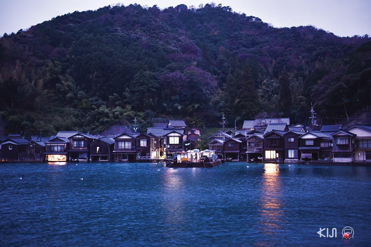 หมู่บ้านชาวประมงอิเนะในยามค่ำคื่น (Ine Fishing Village)