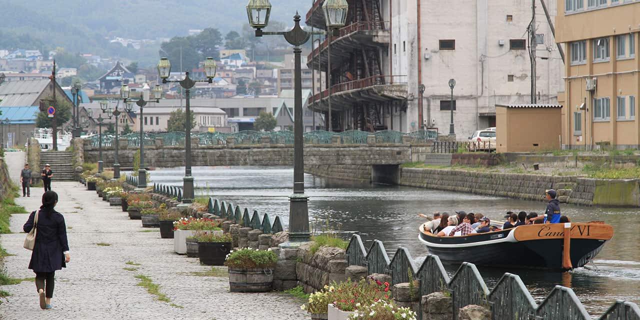 Canal & Wine Full Course Lunch Tour พาไปชมเขื่อนอาซาริ (Arari) ที่ตั้งอยู่ใกล้ๆ ย่านออนเซ็นในเมืองโอตารุ (Otaru) หลังจากนั้นจะพาไปชิมไวน์และพาชมคลองโอตารุ