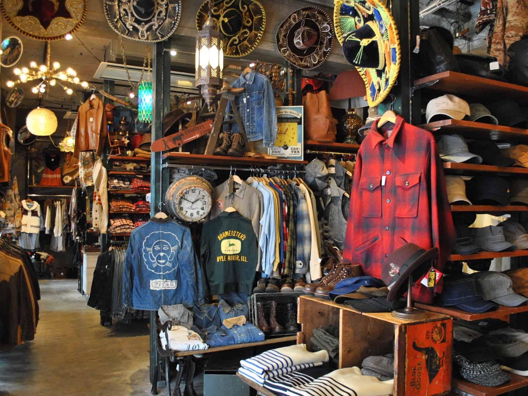 สินค้ามือสองภายในร้าน Big Time ที่ย่านชิโมะคิตะซาว่า (Shimokitazawa)