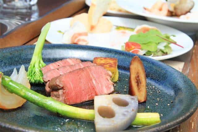 อาหารที่เสิร์ฟบน Hokkaido Restaurant Bus