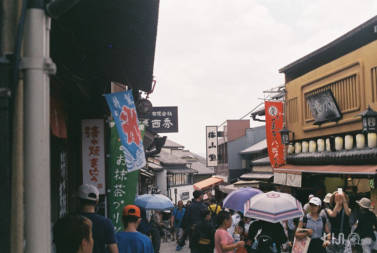 ร้านรวงต่างๆ ระหว่างทางไปวัด Kiyomizu-dera