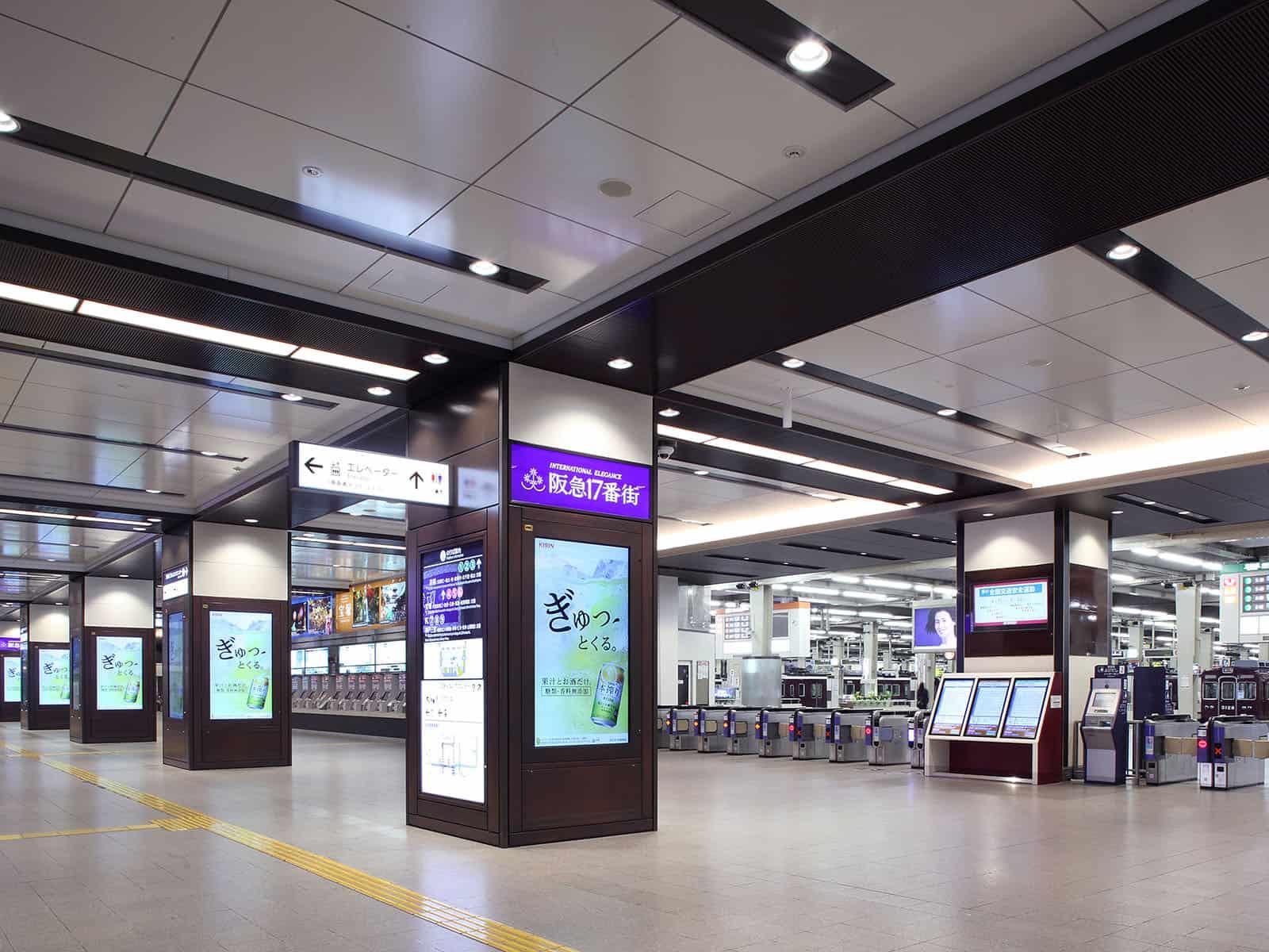 บริเวณทางเข้าสถานีฮันคิวอุเมดะ (Hankyu Umeda Station)