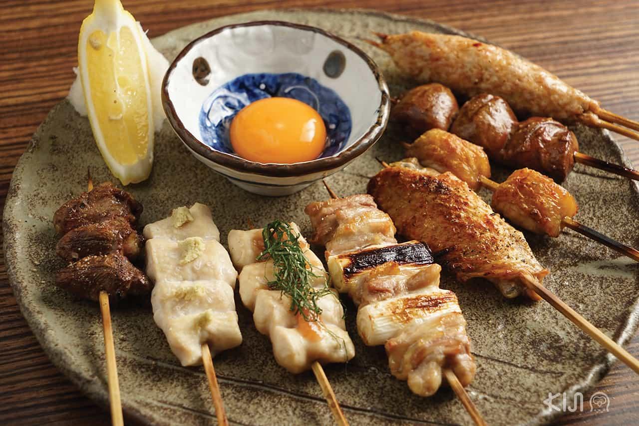 เมนูไก่บ้านเสียบไม้ของร้าน Jidori Cuisine Ken