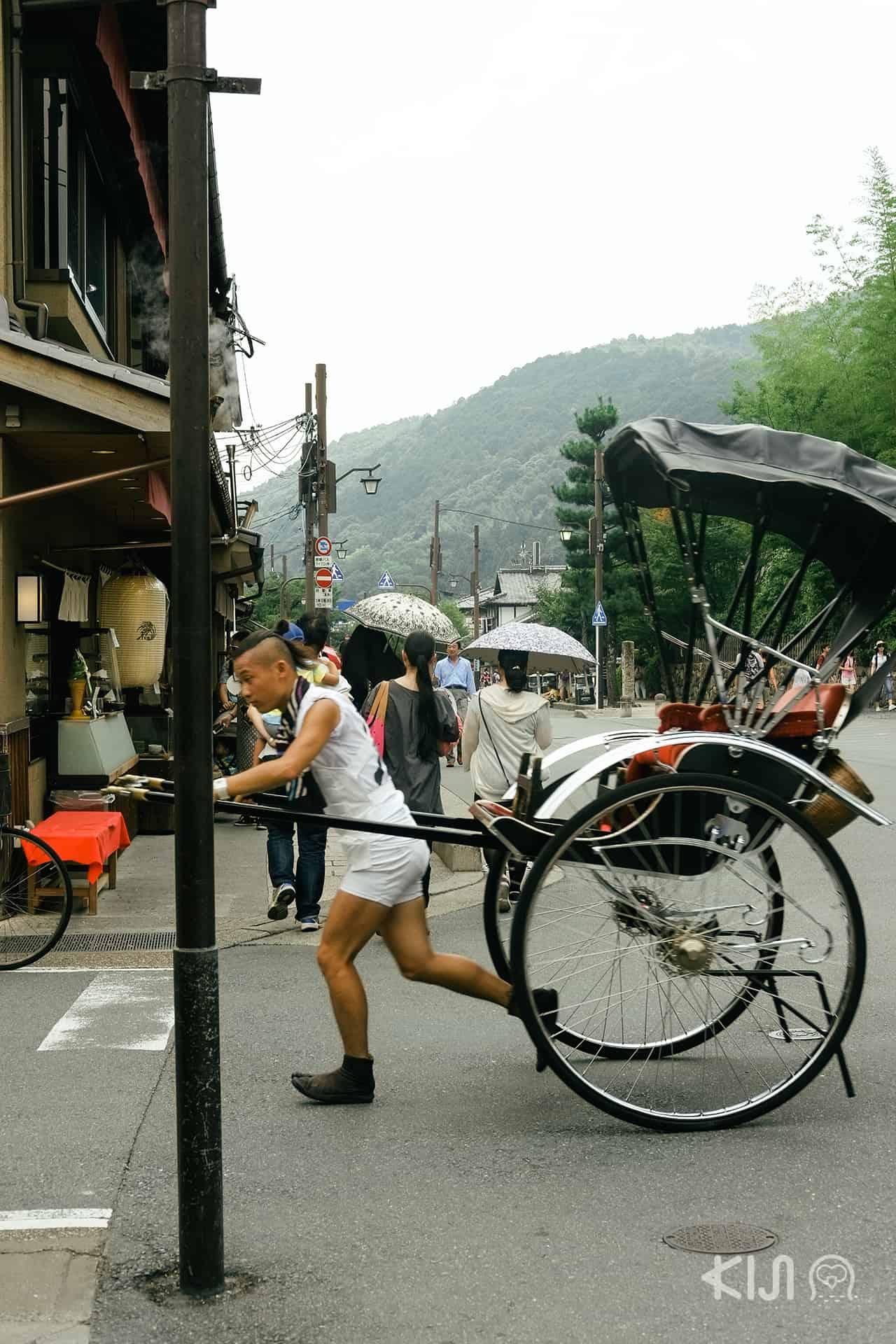 บริการรถลากในย่าน Arashiyama
