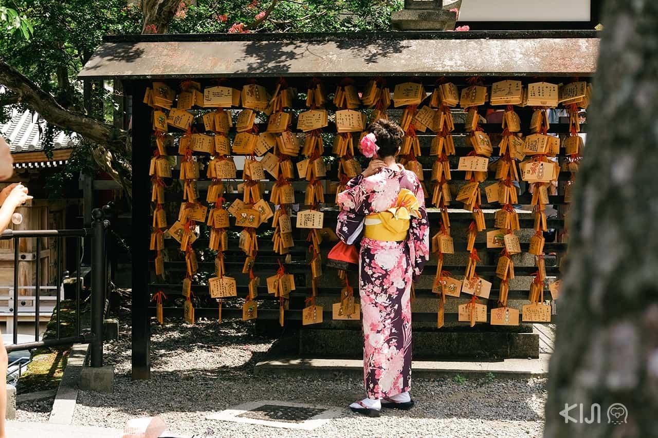 ผู้คนที่มาท่องเที่ยวกันที่วัด Kiyomizu-dera