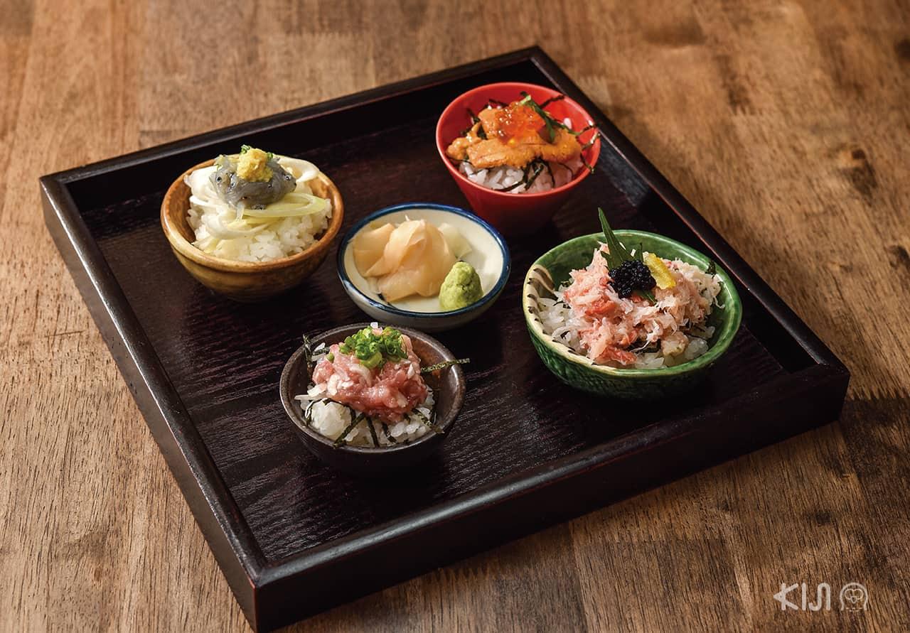 ร้าน Hitachino :  Four types of donburi ชุดรวมดงบุริไซส์เล็กถูกใจคนชอบอาหารทะเล ทั้งไข่หอยเม่น ไข่ปลาแซลมอน ไข่ปลาคาเวียร์ เนื้อปู ปลาทูน่า และปลาชิราสึ