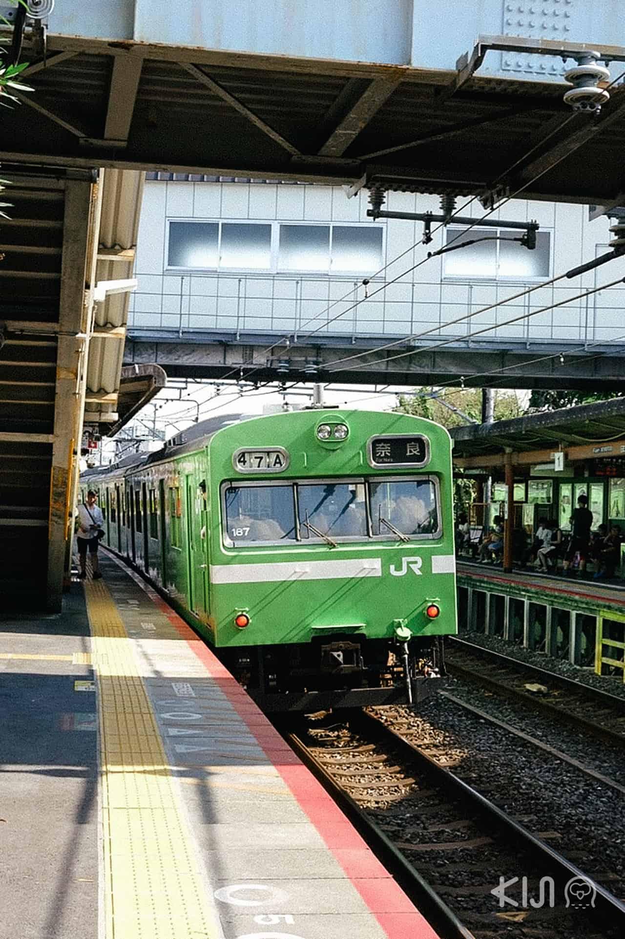 รถไฟ JR สาย Nara Line จากสถานีเกียวโตไปลงที่สถานี Inari